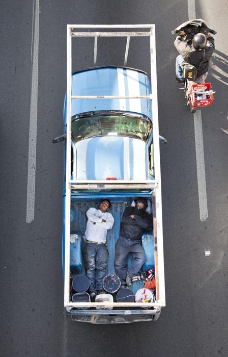 020_Car-Poolers_40